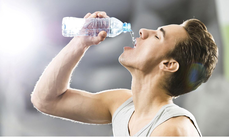 Uống nước như thế nào là đúng cách khi chạy bộ