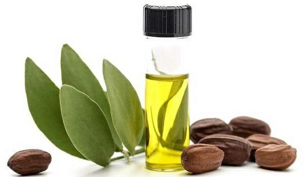 Massage da đầu với dầu jojoba phục hồi mái tóc