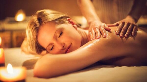 Tìm hiểu phương pháp massage Thụy Điển được ứng dụng trên ghế massage